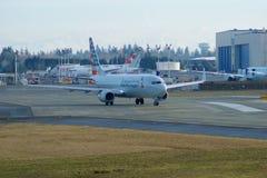 EVERETT, WASHINGTON, EUA - 26 de janeiro de 2017: Um Gen seguinte MSN 31258 de American Airlines Boeing 737-800 brandnew, registr Foto de Stock Royalty Free