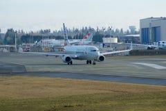 EVERETT, WASHINGTON, EUA - 26 de janeiro de 2017: Um Gen seguinte MSN 31258 de American Airlines Boeing 737-800 brandnew, registr Fotos de Stock
