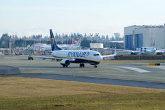 EVERETT WASHINGTON, USA - JANUARI 26th, 2017: Splitterny Ryanair Boeing 737-800 en nästa Gen MSN 44766, registrering EI-FTP Arkivbild