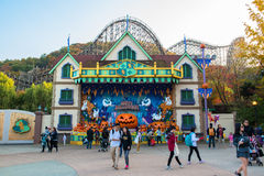 EVERLAND, YONGIN, KOREA - OCTOBER 25 : The unidentified tourists are travelling and enjoy shopping on October 25, 2014 at Everland Stock Photography