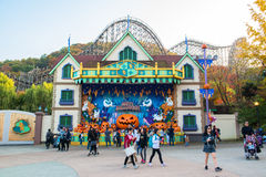 EVERLAND, YONGIN, KOREA - OCTOBER 25 : The unidentified tourists are travelling and enjoy shopping on October 25, 2014 at Everland Royalty Free Stock Image