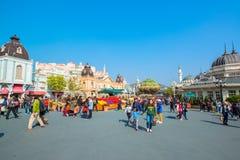 EVERLAND, YONGIN, KOREA - OKTOBER 25: De niet geïdentificeerde toeristen reizen en genieten van winkelend op 25 Oktober, 2014 in  Royalty-vrije Stock Afbeelding