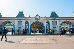 EVERLAND, YONGIN KOREA, PAŹDZIERNIK, - 25: Niezidentyfikowani turyści podróżują zakupy na Październiku 25 i cieszą się, 2014 przy Obrazy Stock