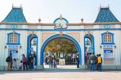 EVERLAND, YONGIN KOREA, PAŹDZIERNIK, - 25: Niezidentyfikowani turyści podróżują zakupy na Październiku 25 i cieszą się, 2014 przy Zdjęcie Stock