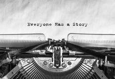 Everyone opowieść pisać na maszynie słowa na rocznika maszyna do pisania Fotografia Stock