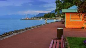 Evian-les-bains promenad nära Genève sjön, Frankrike royaltyfri fotografi