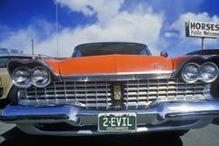 2-Evil tablica rejestracyjna na 1957 Plymouth obraz stock