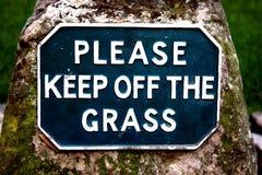Evite por favor la hierba Fotografía de archivo libre de regalías