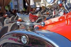 Eviti il logo sull'automobile del classico dell'automobile scoperta a due posti dei fratelli di Dodge fotografia stock