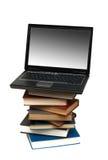 Evolução dos livros aos computadores foto de stock