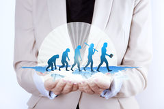 Evolução humana/crescimento nas mãos da mulher de negócios fotos de stock