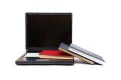 Evolución de los libros a los ordenadores Fotos de archivo libres de regalías