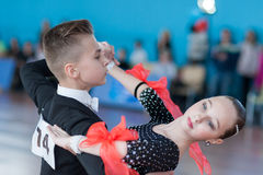Evoyan Veniamin e programa europeu padrão de Strelchenya Kseniya Perform Juvenile-1 Fotografia de Stock Royalty Free