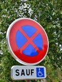 Evreux, Франция - 12-ое августа 2015: остановите запрещенный знак Стоковое Фото