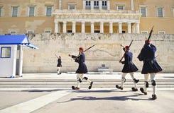 Evzones战士在雅典希腊 免版税库存图片