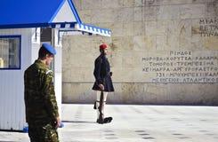Evzones战士在雅典希腊 图库摄影