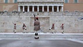 Evzones - protezioni nazionali greche stock footage