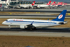 Ew-341PO de Witrussische Luchtvaartlijnen van Belavia, Embraer 170-200LR royalty-vrije stock afbeeldingen