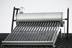 ewakuująca szklanego nagrzewacza słoneczna tubk woda Fotografia Royalty Free