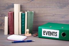 ewentualność Segregator na biurku w biurze Biznesowy backgroundr fotografia royalty free