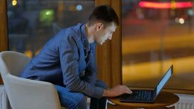 Ewidencyjny komunikacyjny online zadowolony laptop zbiory