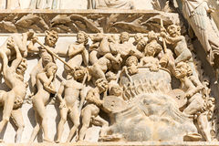 Ewige Verdammung im Bourges-Kathedraleneingang, Frankreich Stockbilder