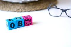 Ewiger Kalender eingestellt am Datum vom 8. Mai Lizenzfreie Stockfotografie