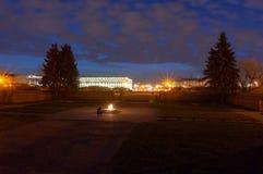 Ewiges Flame- Wardenkmal am Feld von Mars in St Petersburg, Russland stockfotos