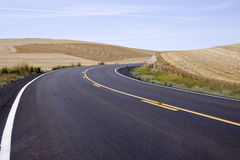 Ewly paved rural highway curves to the right Stock Photography
