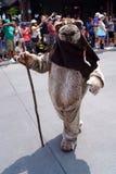 Ewok на выходных Звездных войн на мире Дисней Стоковые Фото