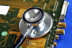 Exécutez le diagnostic sur la carte de périphérique d'ordinateur Photo stock