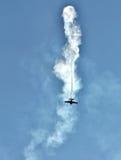 Exécutez les vols acrobatiques en les aéronefs à l'airshow Image libre de droits