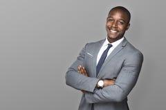 Exécutif professionnel de sourire heureux bel attirant d'homme d'affaires avec un costume et un lien élégants Photo libre de droits
