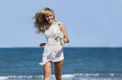 Exécution blonde sexy de femme windblown Images stock