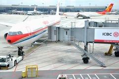 Exécution dans l'aéroport de Hongqiao, Changhaï, Chine Photos stock