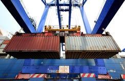 Exécution de conteneur dans le port Images stock