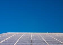 exécution de pouvoir de centrale de cellules solaire Photographie stock libre de droits