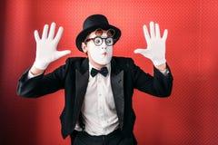 Exécution masculine d'amusement d'acteur de pantomime photos stock
