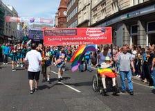 Exécutions d'arc-en-ciel dans la fierté homosexuelle 2011 de Brighton Photos libres de droits