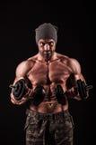 Exército, forças armadas, homem forte, pesos, exercitando, gym Foto de Stock Royalty Free