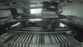 Exakt arbetsCloseup för snabb rörelse och för Robotic maskin stock video