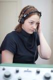 Exame da orelha com auscultadores Imagem de Stock