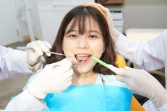 Exame dos dentes imagens de stock royalty free