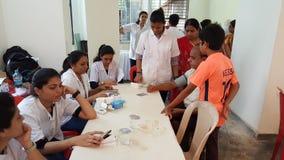 Exame médico completo público acima do acampamento Fotos de Stock