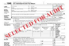 Exame oficial dos livros contábeis do retorno de imposto federal Foto de Stock Royalty Free