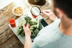 Examen de attente de brocoli utile frais Photo libre de droits