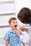 examen de docteur d'enfant Photos stock