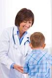 examen de docteur d'enfant Photographie stock libre de droits