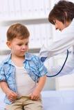 examen de docteur d'enfant Image libre de droits