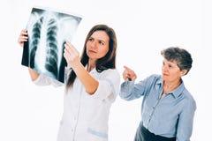 Examen de la radiografía del pecho Fotos de archivo libres de regalías
